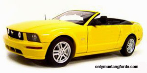 2006 mustang convertible 1/18 scale