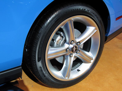 2011 ford mustang wheels