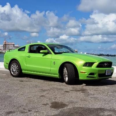 2014  Mustang Premium V-6