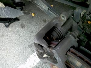 2005 mustang rear caliper and pads