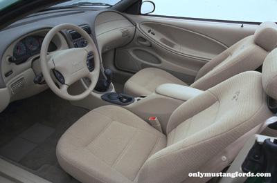 2000 ford mustang interior